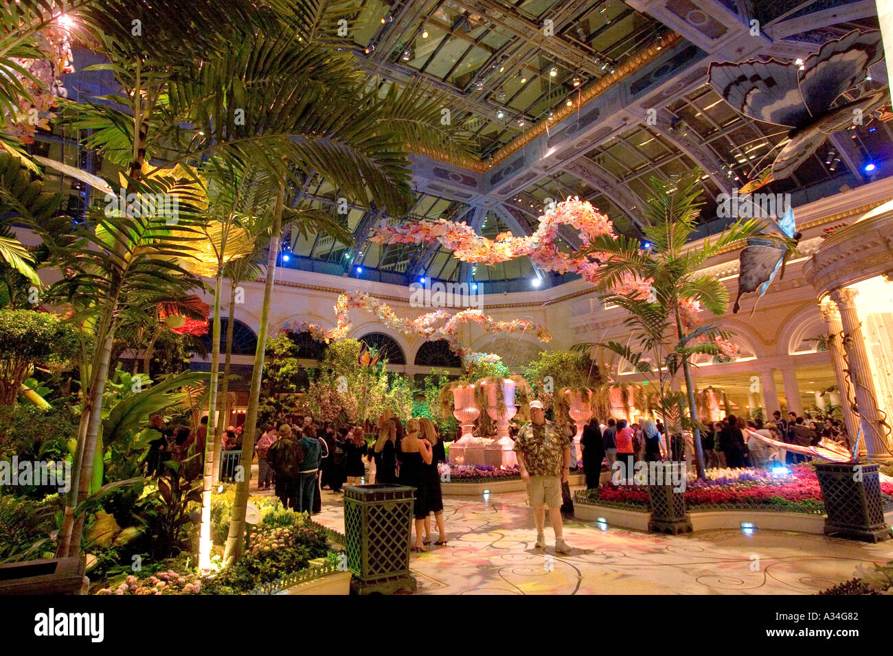 Conservatory and Botanical Gardens inside Bellagio hotel Las Vegas ...