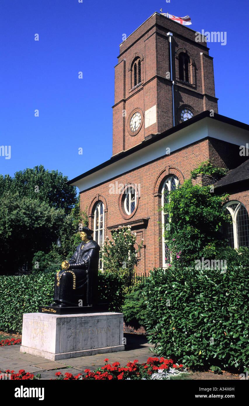 Statue of Thomas Moore outside Chelsea Old Church, Chelsea, Royal Borough of Kensington and Chelsea, London, UK - Stock Image