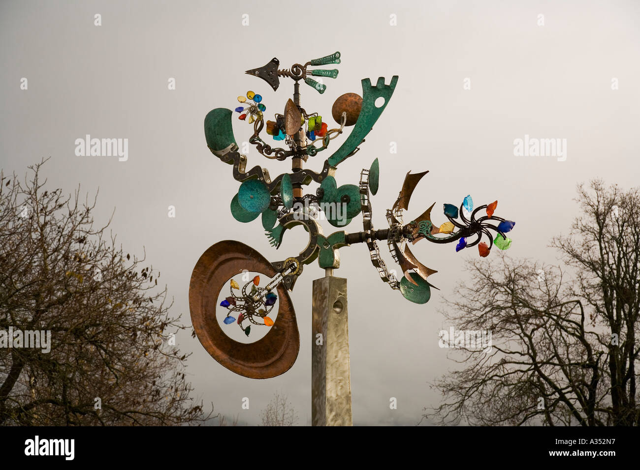 Kinetic sculpture by Andrew Carson at waterfront park in Stevenson Washington - Stock Image