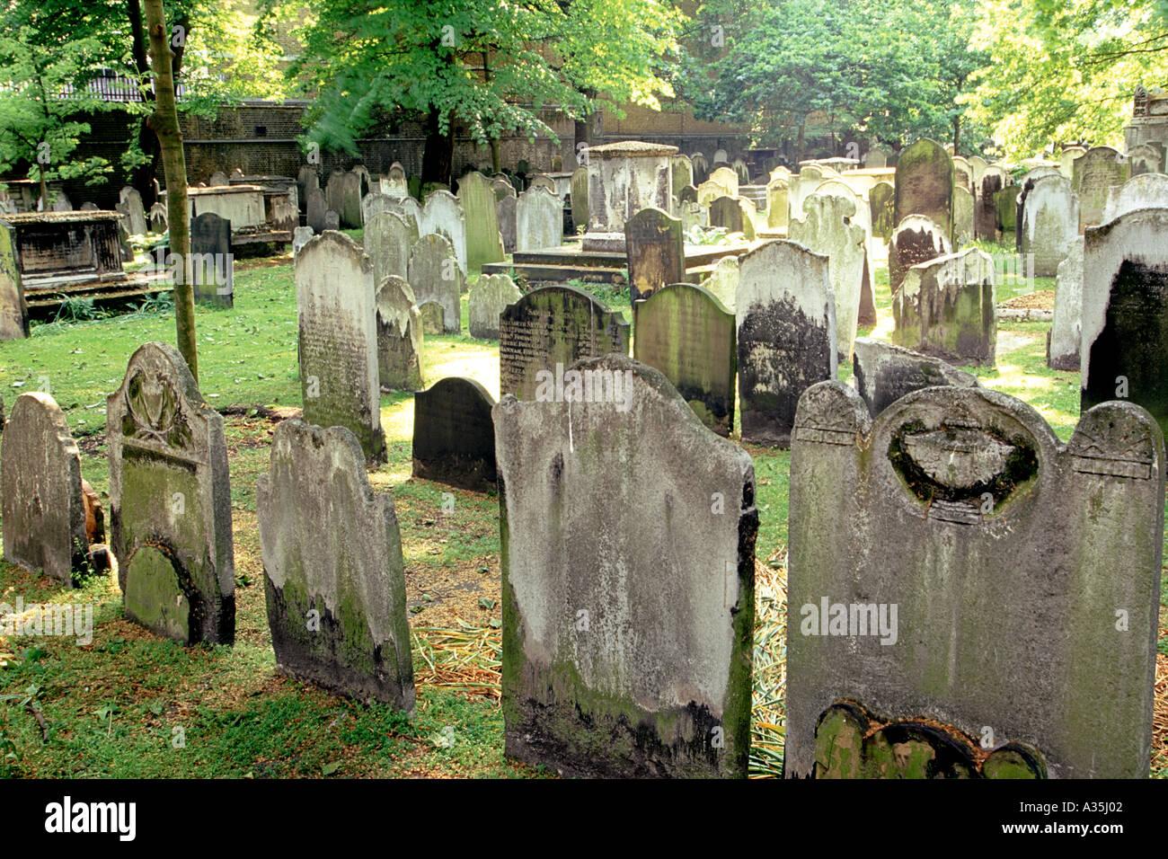 Bunhill Fields, a Victorian-era cemetery in London. - Stock Image