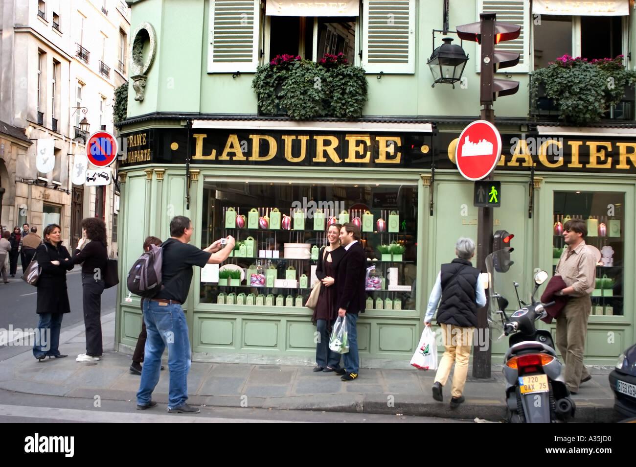 Paris FRANCE, Parisian Street Scene,  Tourist Photographing Couple 'St Germain des Prés'  Outside Bakery Laduree - Stock Image
