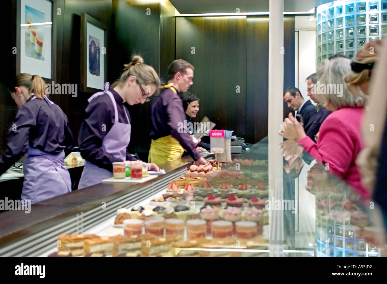 Paris France, Clerks Working in Food Store, Luxury Chocolate Shop 'pierre herme' French Cakes - Stock Image