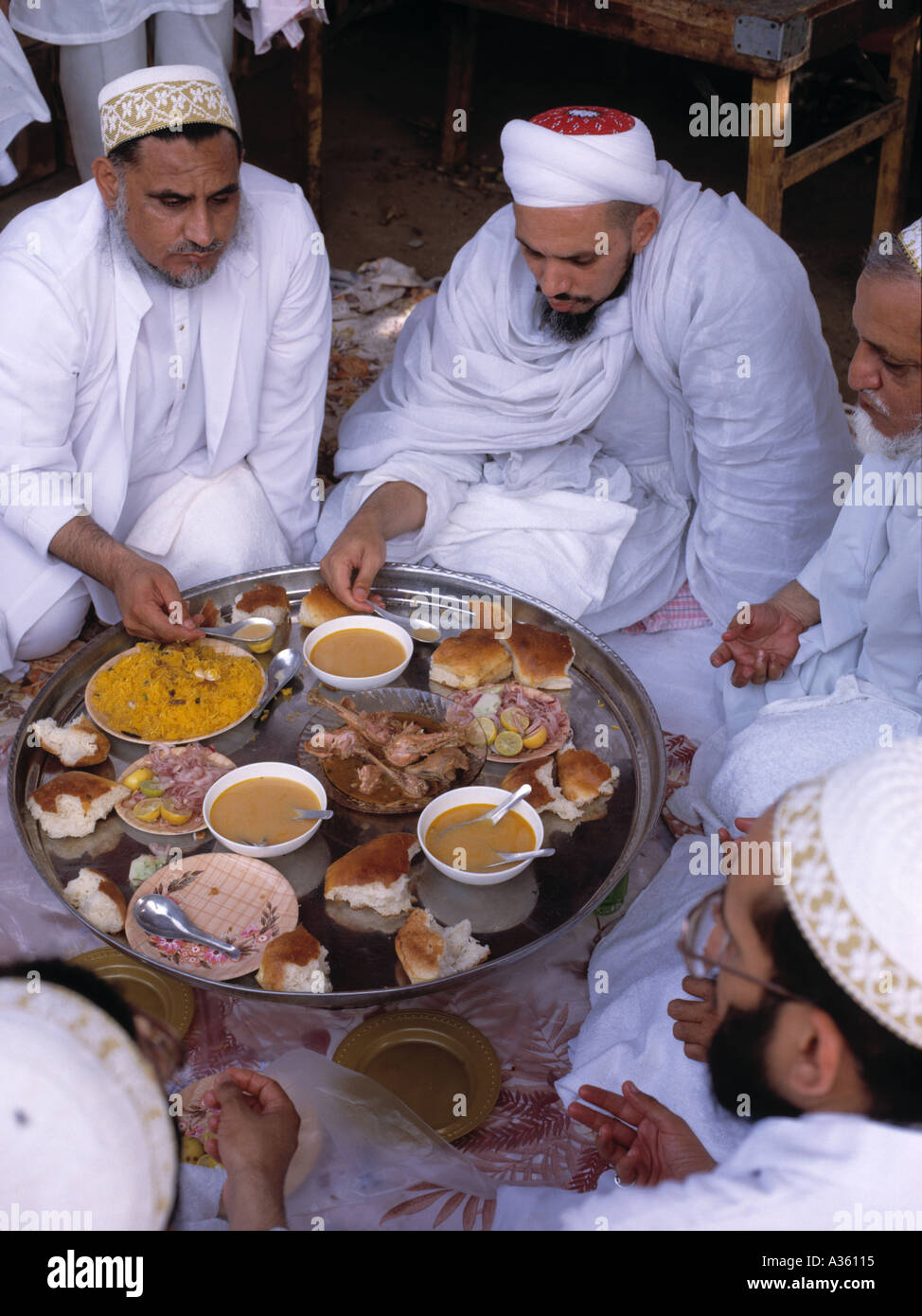 Shiite muslims at their midday festival meal of rice chicken and bread Karachi Pakistan - Stock Image