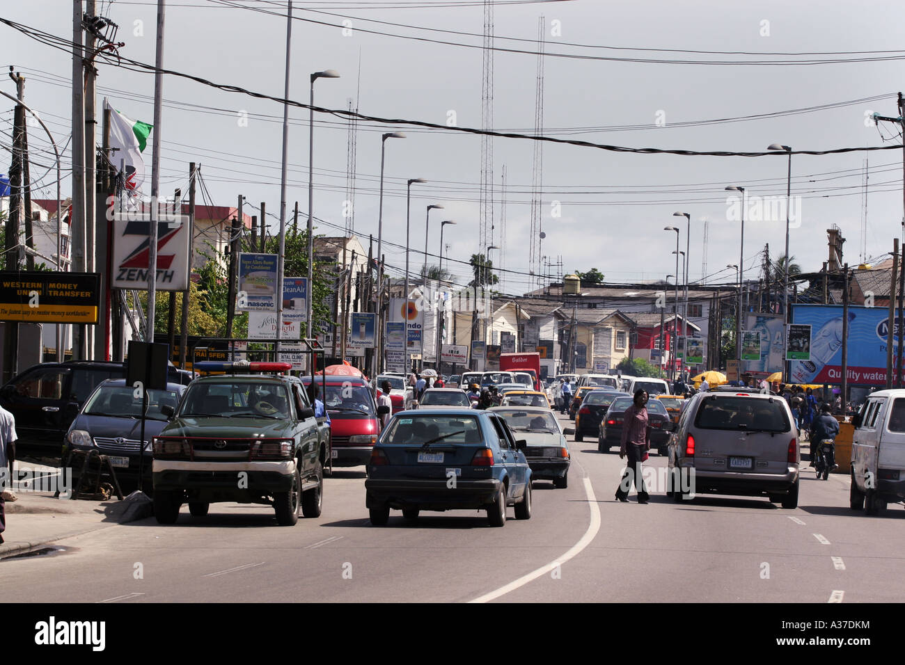 Busy street scene in Lagos city, Nigeria, West Africa. - Stock Image