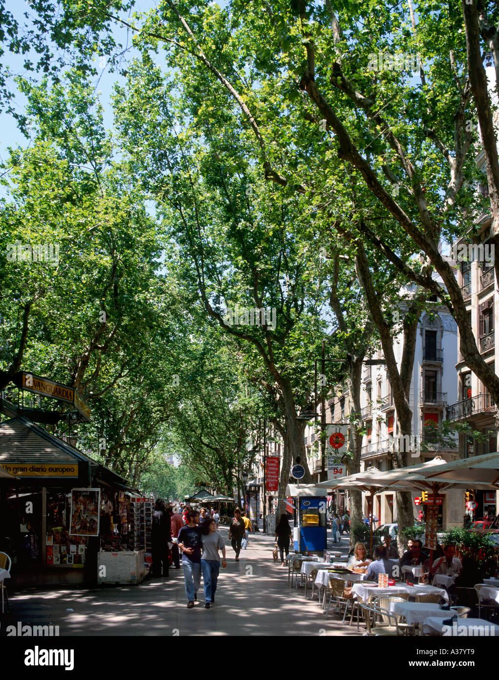 Restaurant and Kiosk on La Rambla (Las Ramblas), Barcelona, Catalunya, Spain - Stock Image