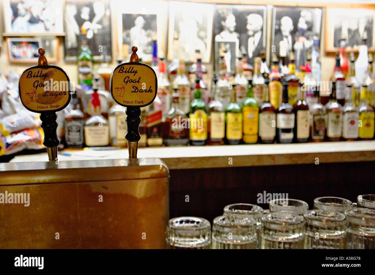 Bar Beer Pulls Stock Photos & Bar Beer Pulls Stock Images - Alamy
