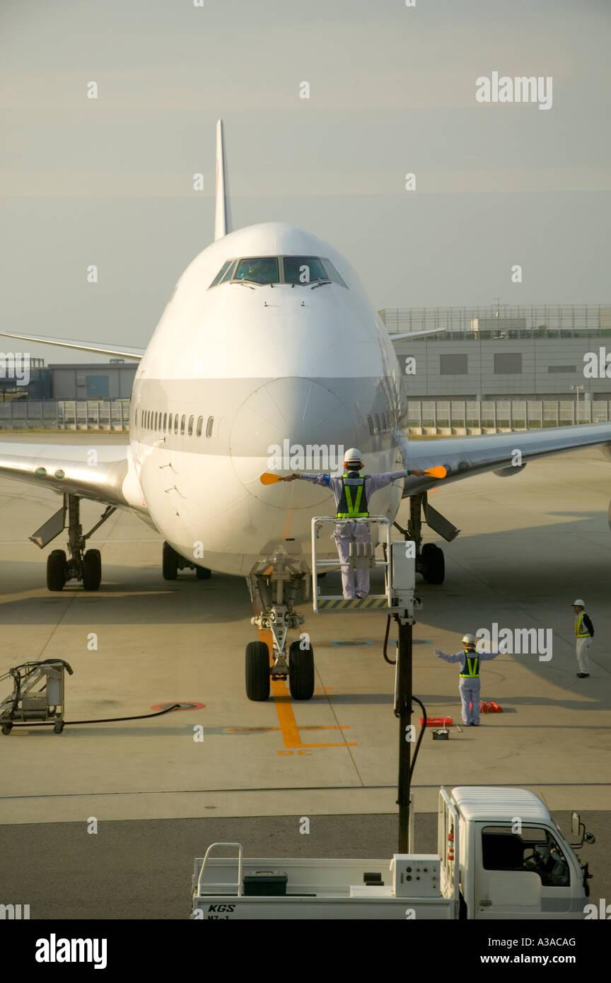 747 Jumbo Jet arrive Concord arriving, attendants directing, Shanghai, China - Stock Image