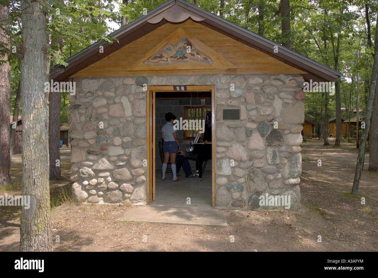 cabins traverse in city downtown cabin from style rental waterfront min bellaire