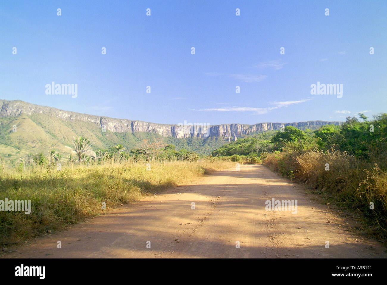 Dusty Road to Alto Paraíso in Chapada dos Veadeiros - Stock Image