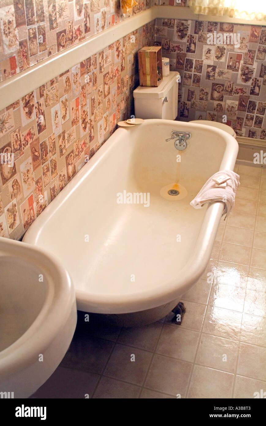 Antique claw foot bath tub Stock Photo: 6132098 - Alamy