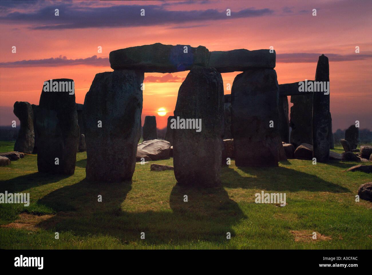 stonehenge moonlight - HD1300×866