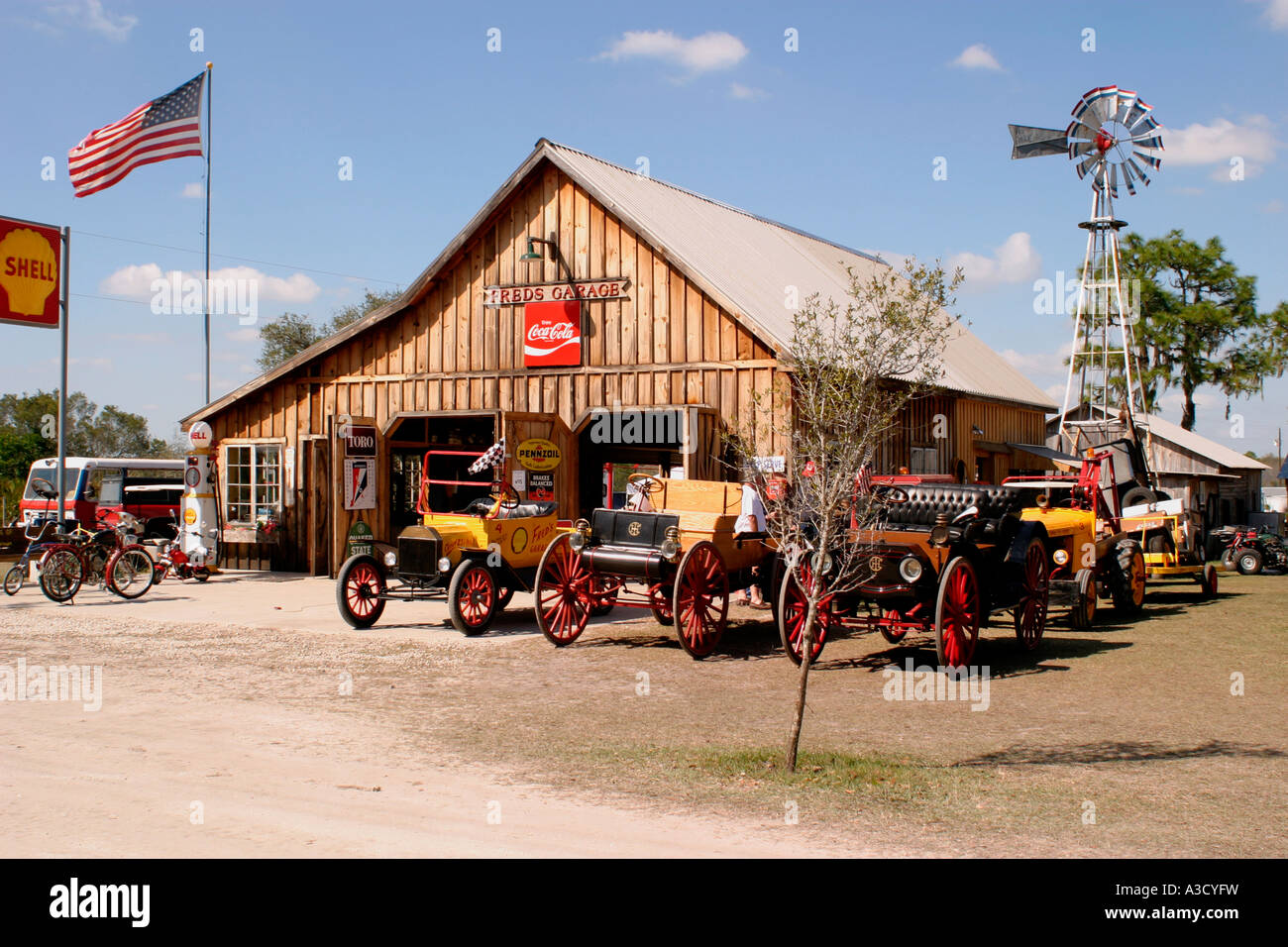 OLd historical car dealer and service station American Classic Stock ...
