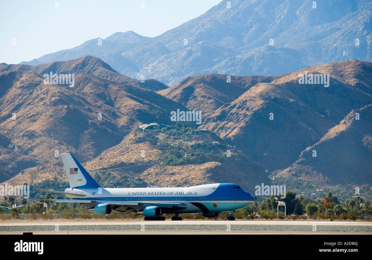 Air Force One departing Palm Springs California with president Gerald Fords body - Stock Image