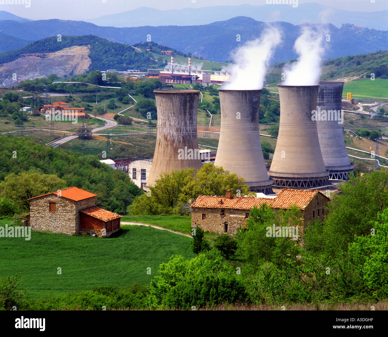IT - BELLA TOSCANA:  Geothermal Power Plant near Larderello Stock Photo