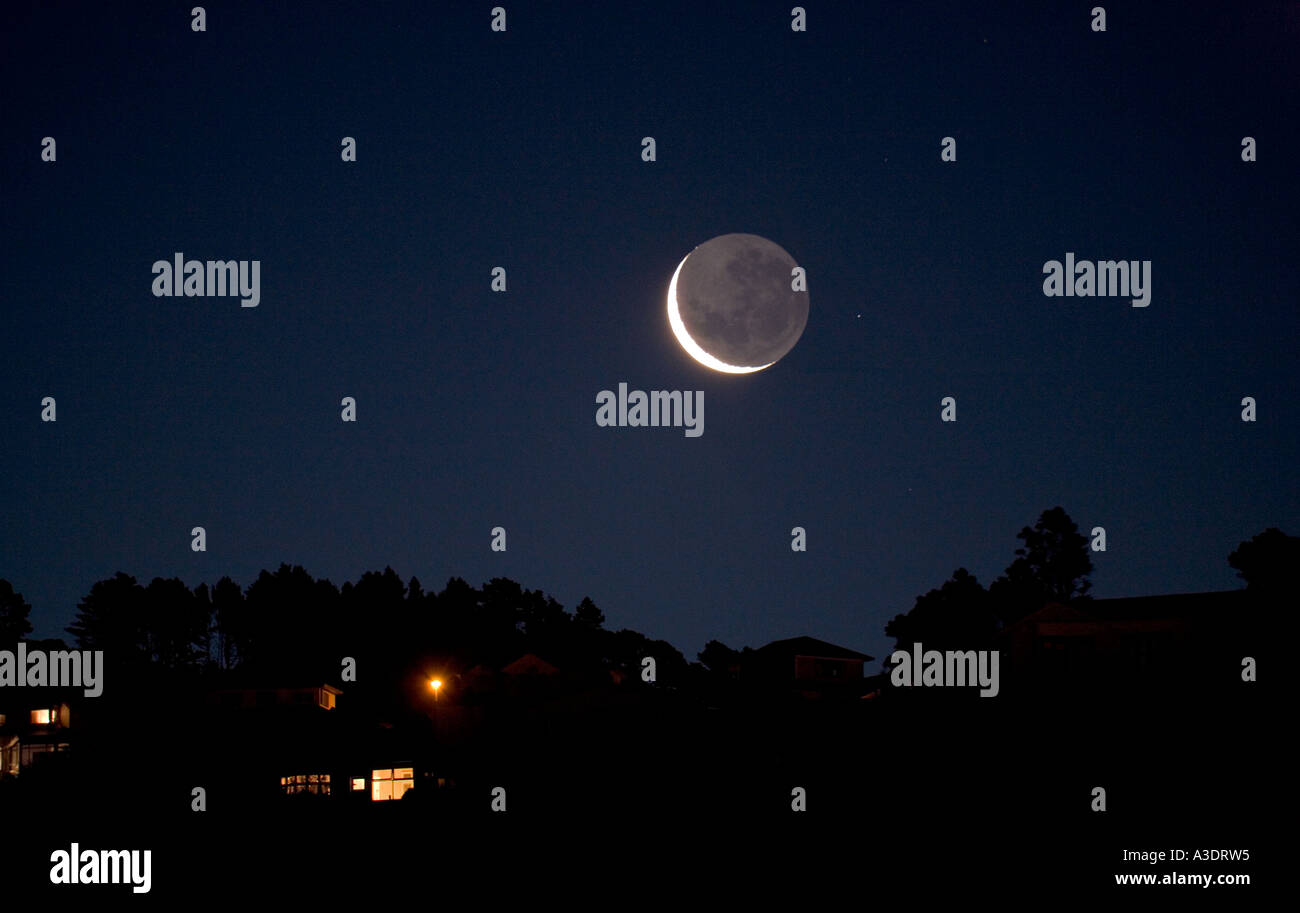 Earthlight >> Crescent Moon Dark Side Lit By Earthlight And A Star Setting Over