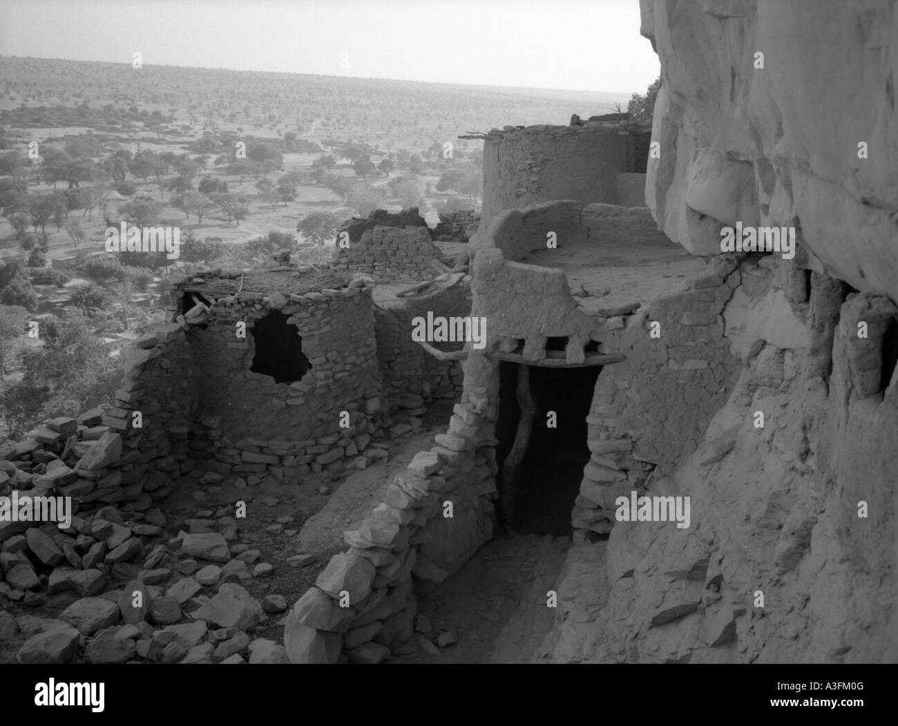 Ancient mud-built buildings line the Bandiagara Escarpment, Mali Stock Photo
