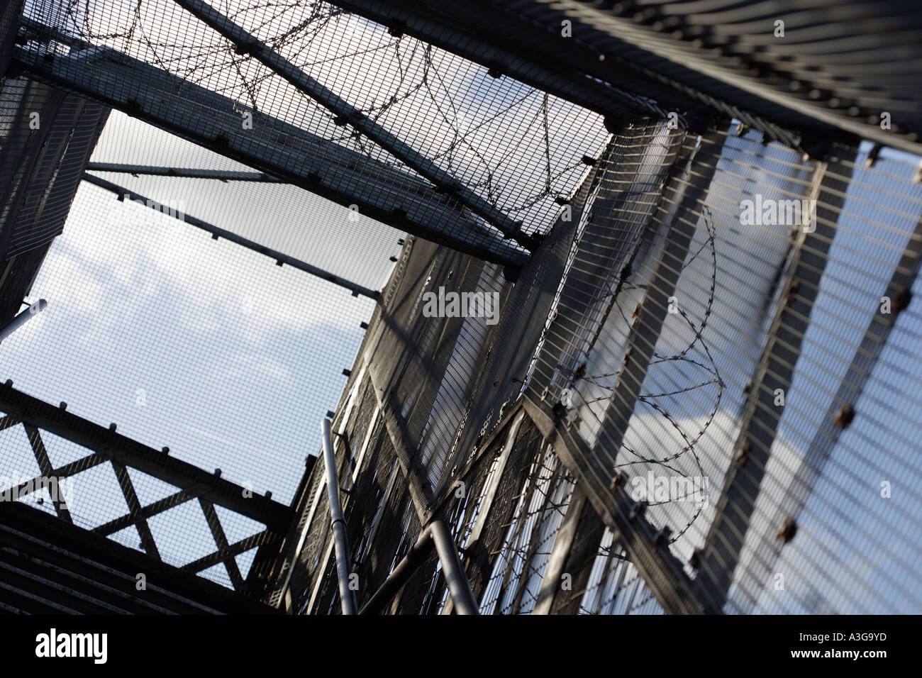 Urban pedestrian bridge crossing rail line - Stock Image
