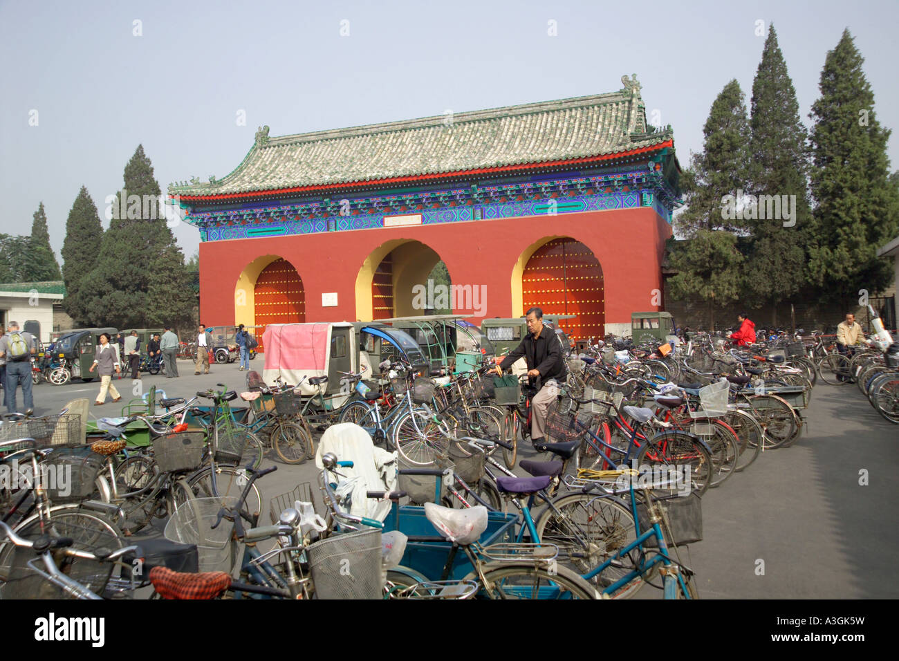 bicycle park outside the gates to the Temple of Heaven Stock Photo