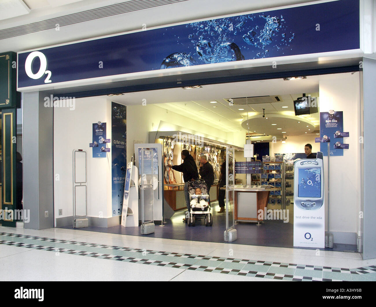 new product 2976d ae530 Lakeside shopping centre O2 store entrance from shopping mall ...