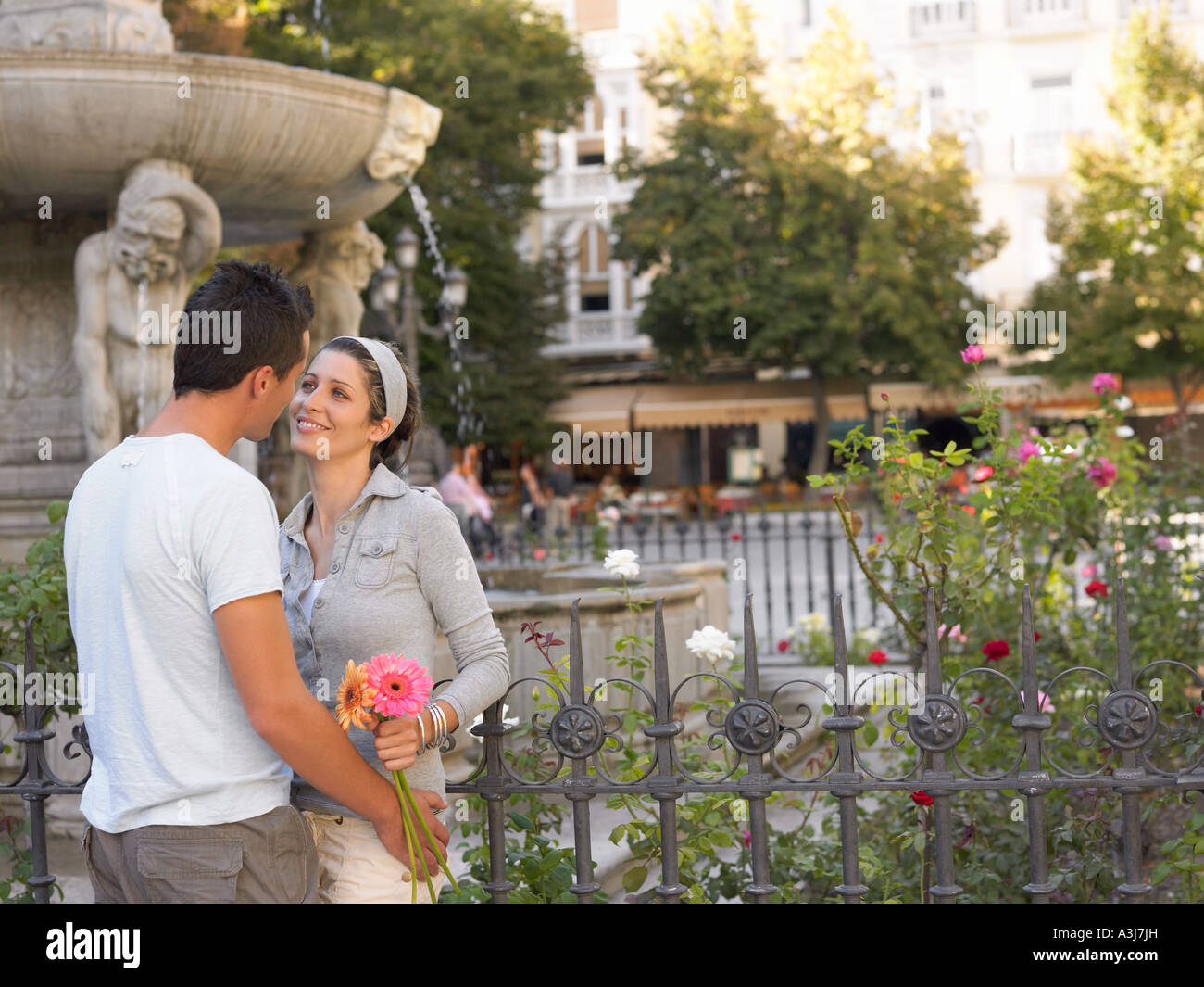 Romantic couple in town square - Stock Image