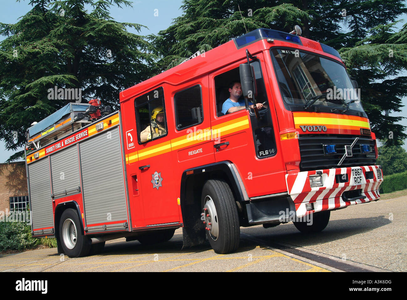 Surrey Fire and Rescue Service fire appliance - Stock Image