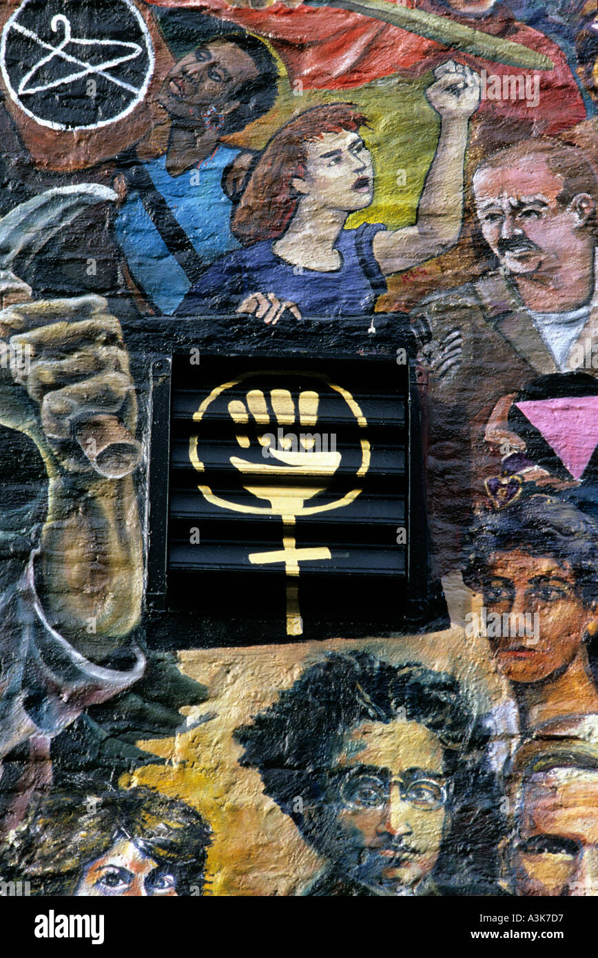 Mural depicting revolutionary heroes adorn a publishing company s walls in lower Manahattan New York - Stock Image