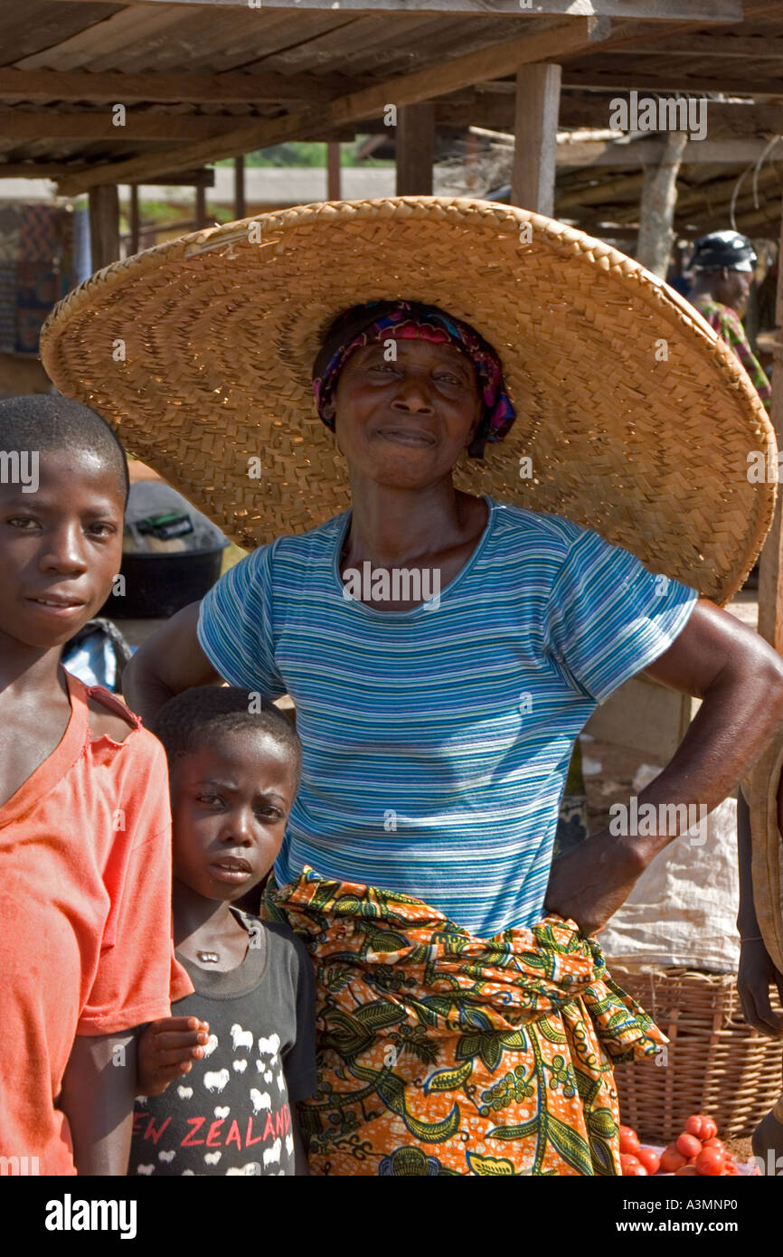 Woman market trader wearing large straw hat  Ghana, West Africa - Stock Image