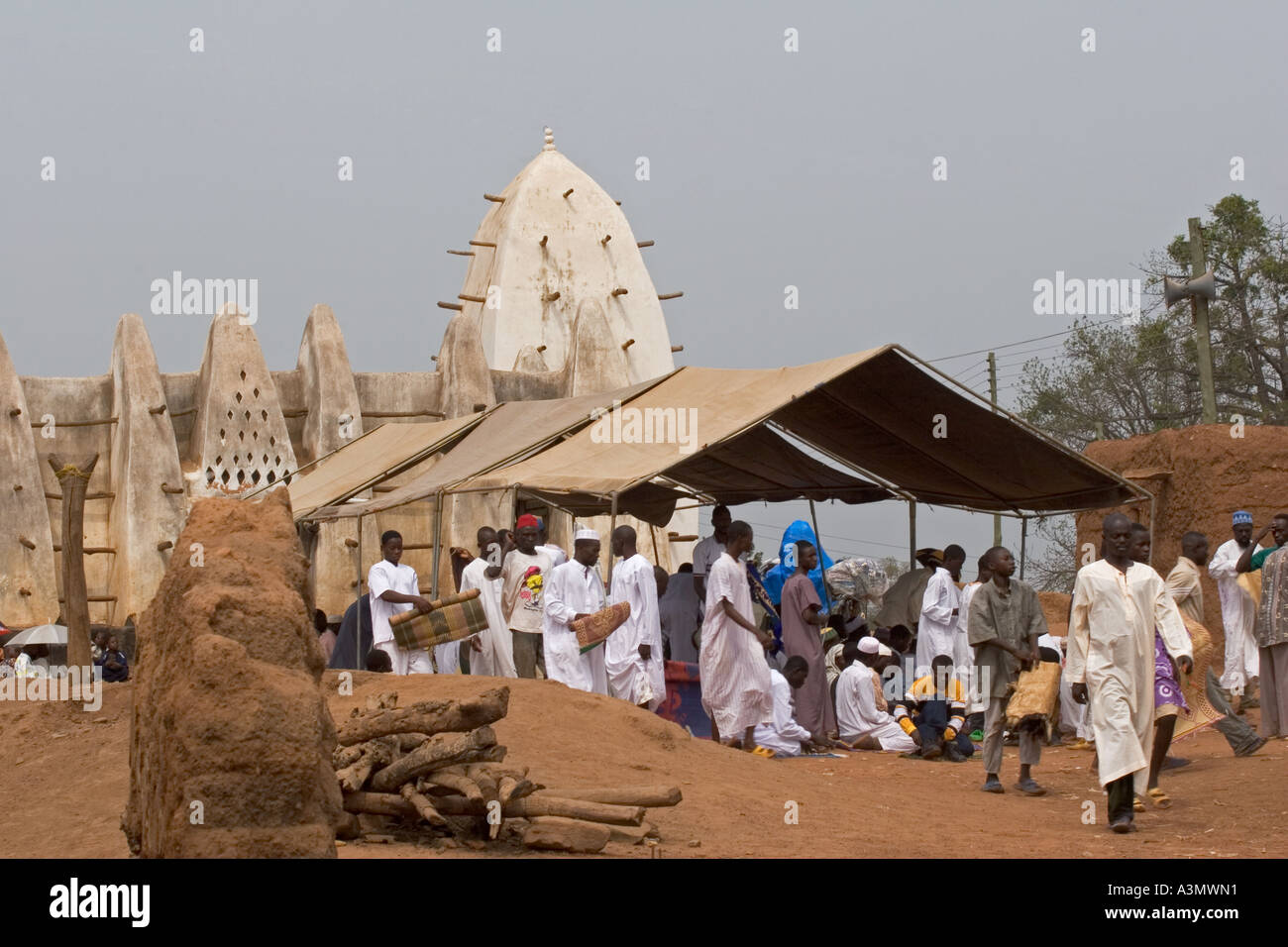 Village worshippers leaving Larabanga Mosque after Friday Prayers, Larabanga, Northern Ghana. - Stock Image