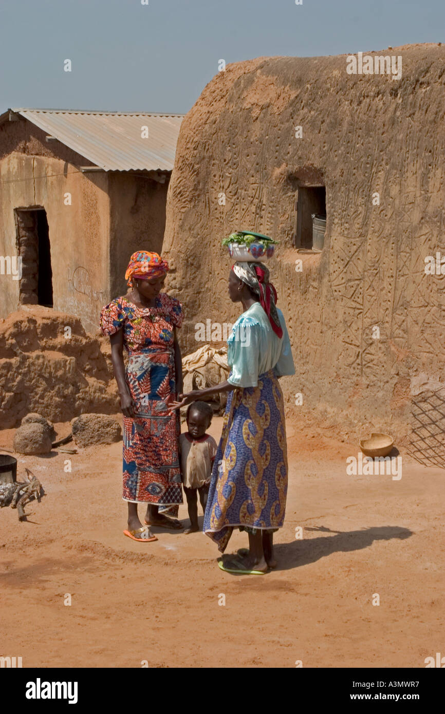 Village women with child Larabanga Ghana - Stock Image