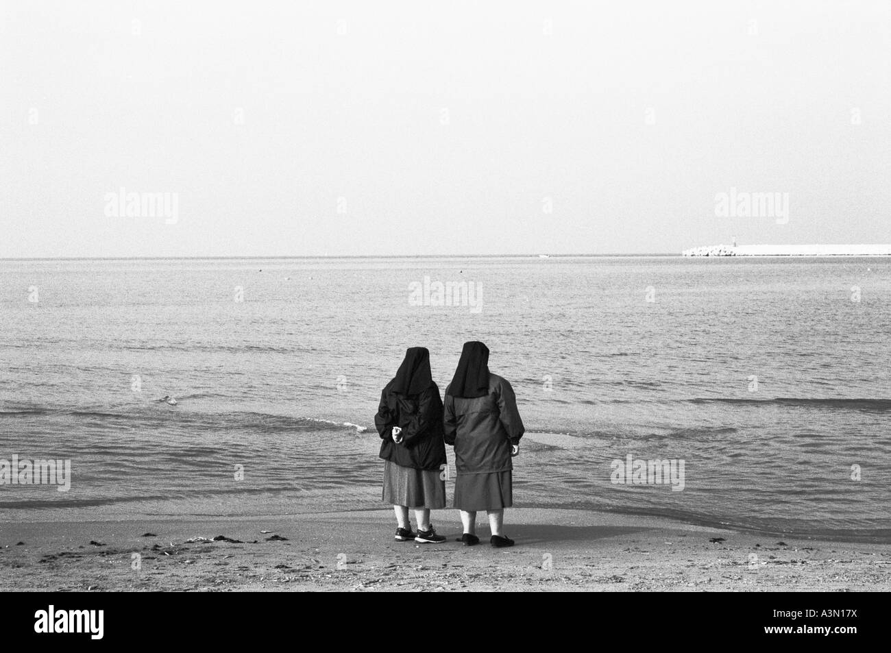Sisters contemplating the sea - Stock Image