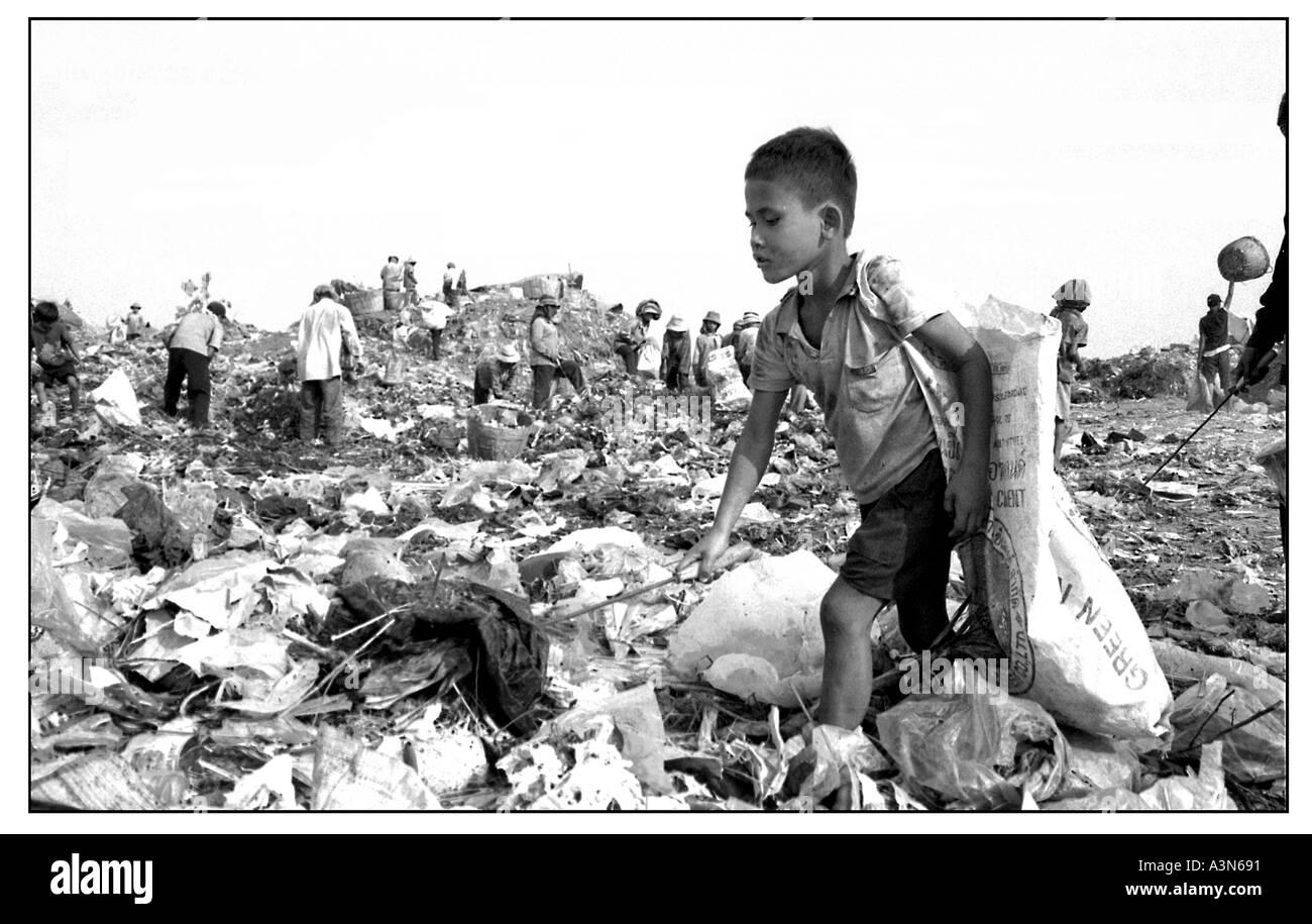 Child labourers work on Stung Meanchey municipal rubbish dump in Phnom Penh Cambodia. - Stock Image