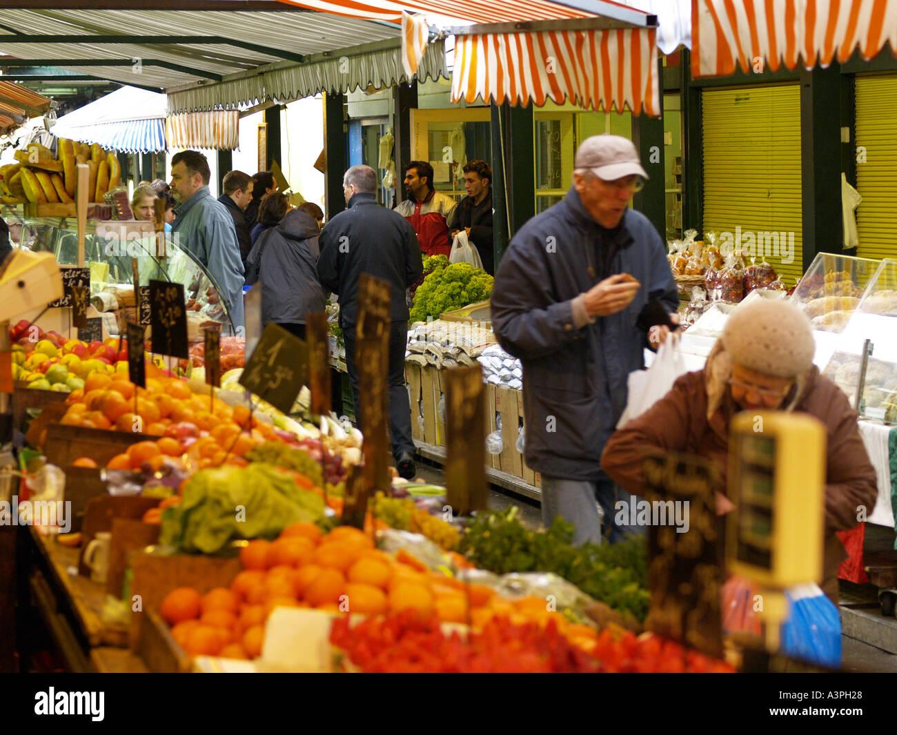 Naschmarkt Obst und Gemüsestand hustle and bustle - Stock Image