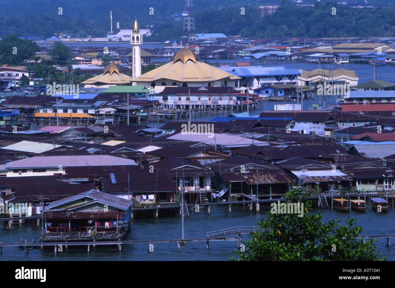 The stilt villages of Kampung Ayer on the Brunei River in Bandar Seri Begawan Brunei - Stock Image
