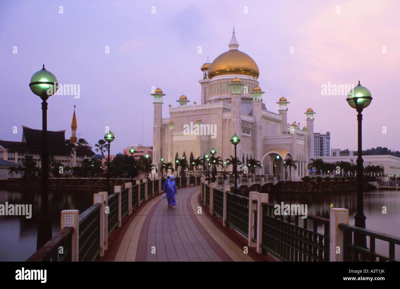 Muslim woman leaving the Omar Ali Saifuddin Mosque in Bandar Seri Begawan Brunei - Stock Image