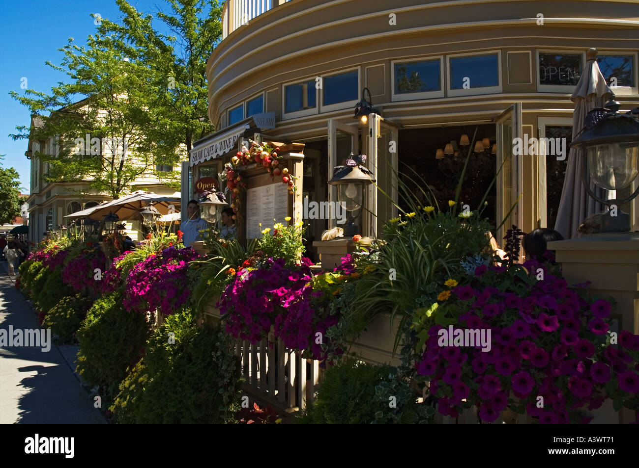Canada Ontario Niagara on the Lake Shaw Cafe and Wine Bar exterior patio - Stock Image