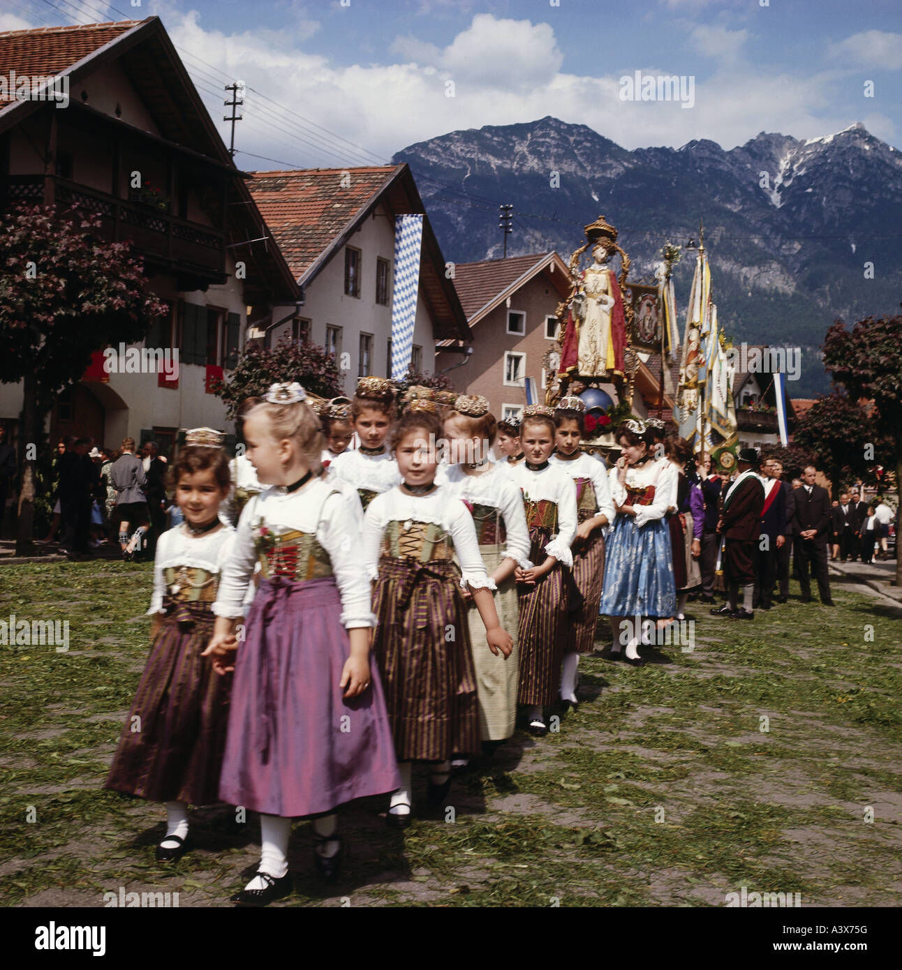 geography / travel, Germany, Bavaria, tradition / folklore, Feast of Corpus Christi, children in traditional costumes, - Stock Image