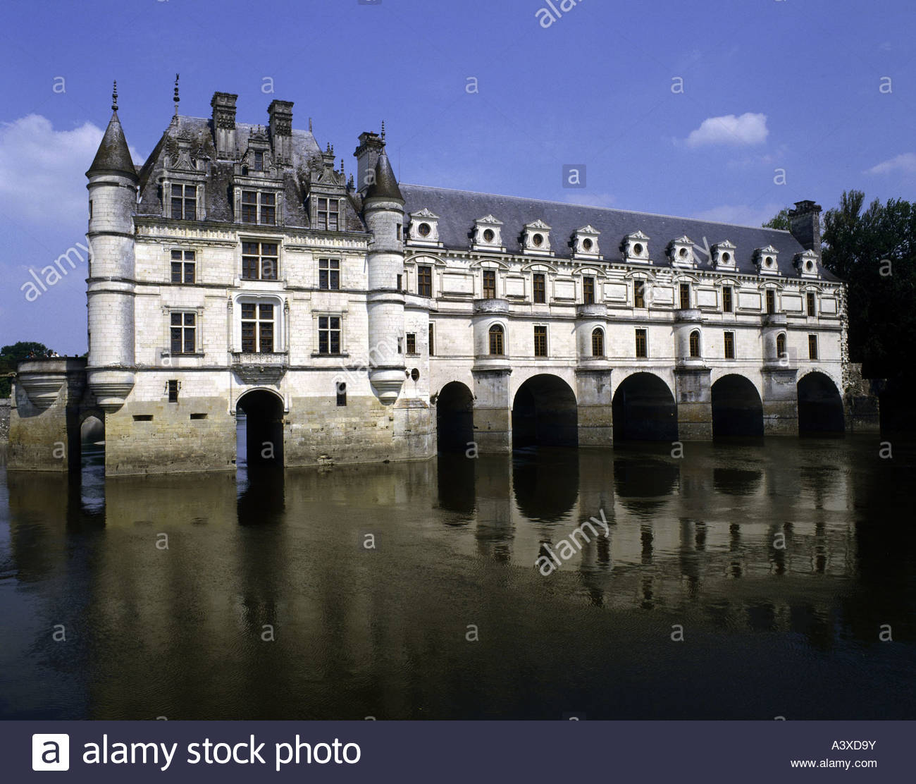 Architecture castles france chateau de chenonceau loire valley part of the castle over the river cher exterior view built