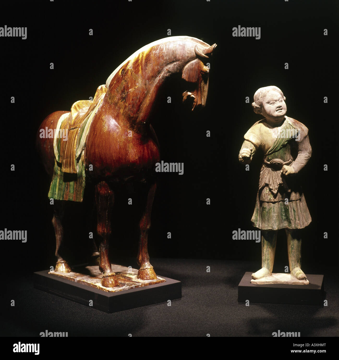 fine arts, conutries, China, sculpture, horse servant and horse, Tang dynasty, 706 - 711, clay, glazed, painted, - Stock Image