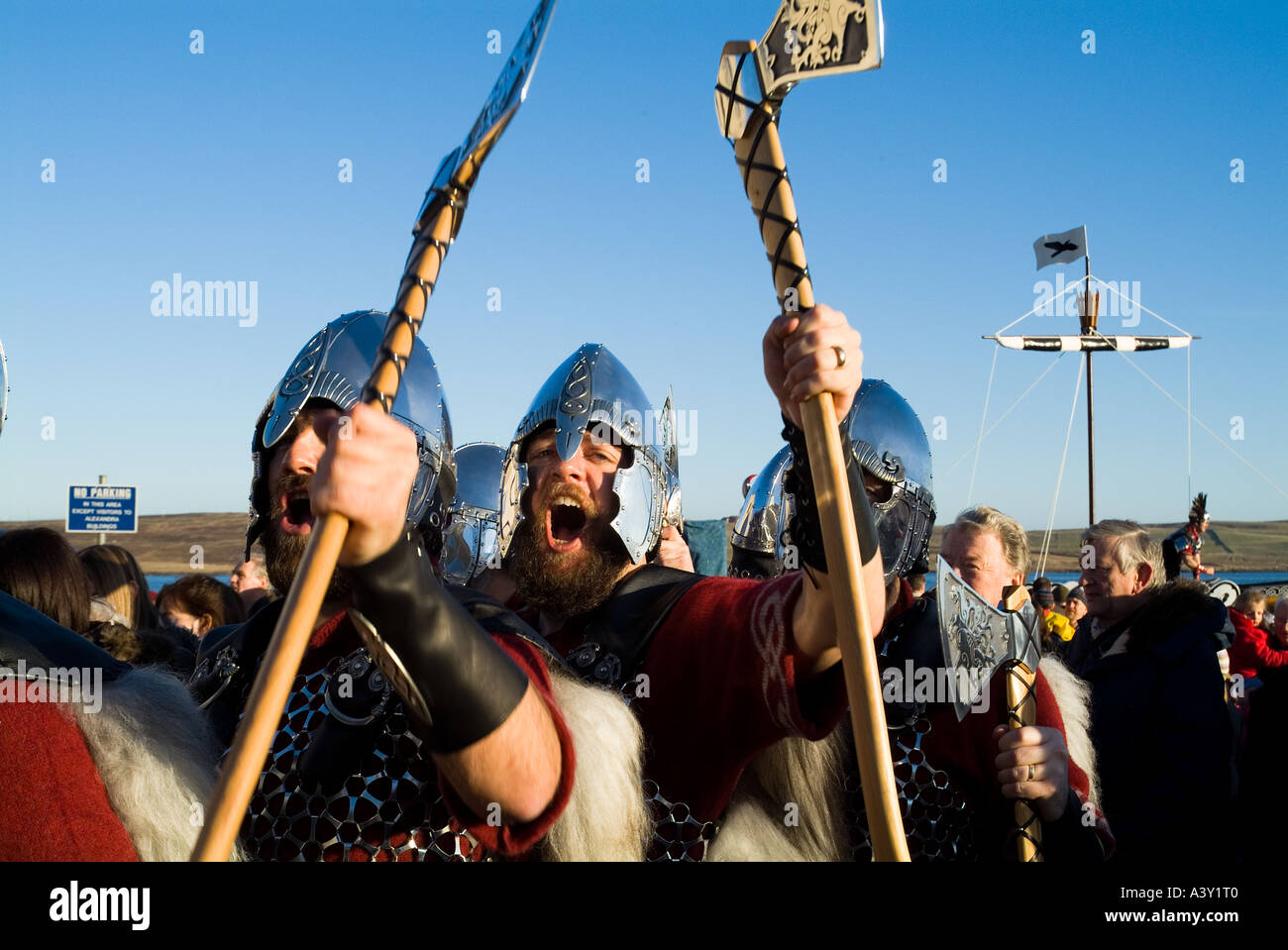 dh Up Helly Aa procession LERWICK SHETLAND Guizer Jarl Einar of Gullberuviks Viking squad cheering - Stock Image