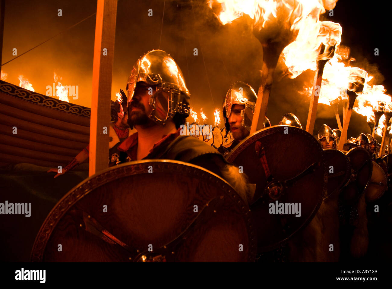 dh Up Helly Aa fire procession LERWICK SHETLAND Vikings escorting Viking longship torch parade festival torches jarl squad - Stock Image