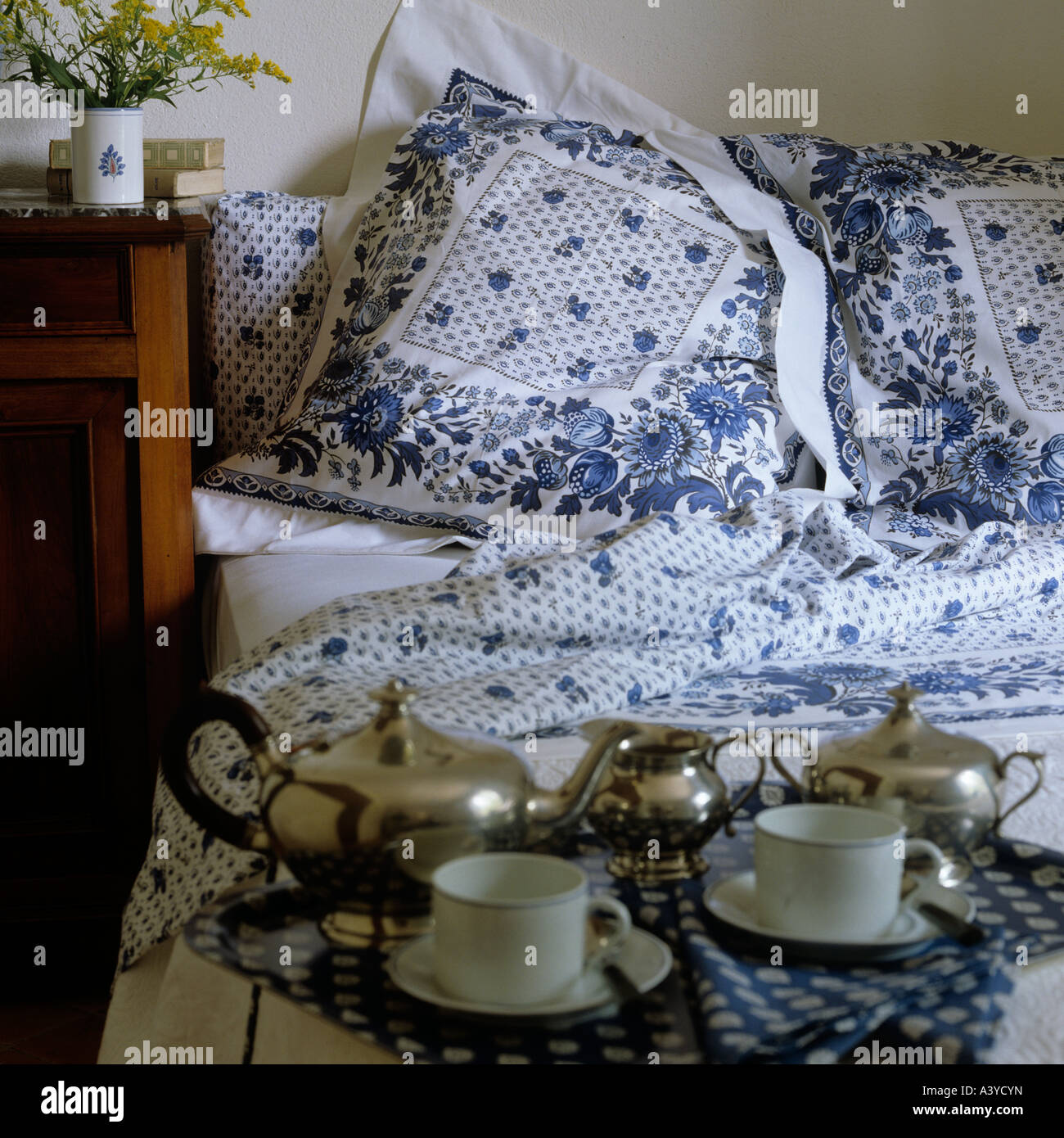 Provençal patterned bed linen from French firm Les Olivades - Stock Image