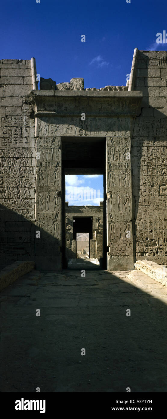 travel /geography, Egypt, Thebes, buildings, Mortuary Temple of Pharaoh Ramesses III, exterior view, first pylon, - Stock Image