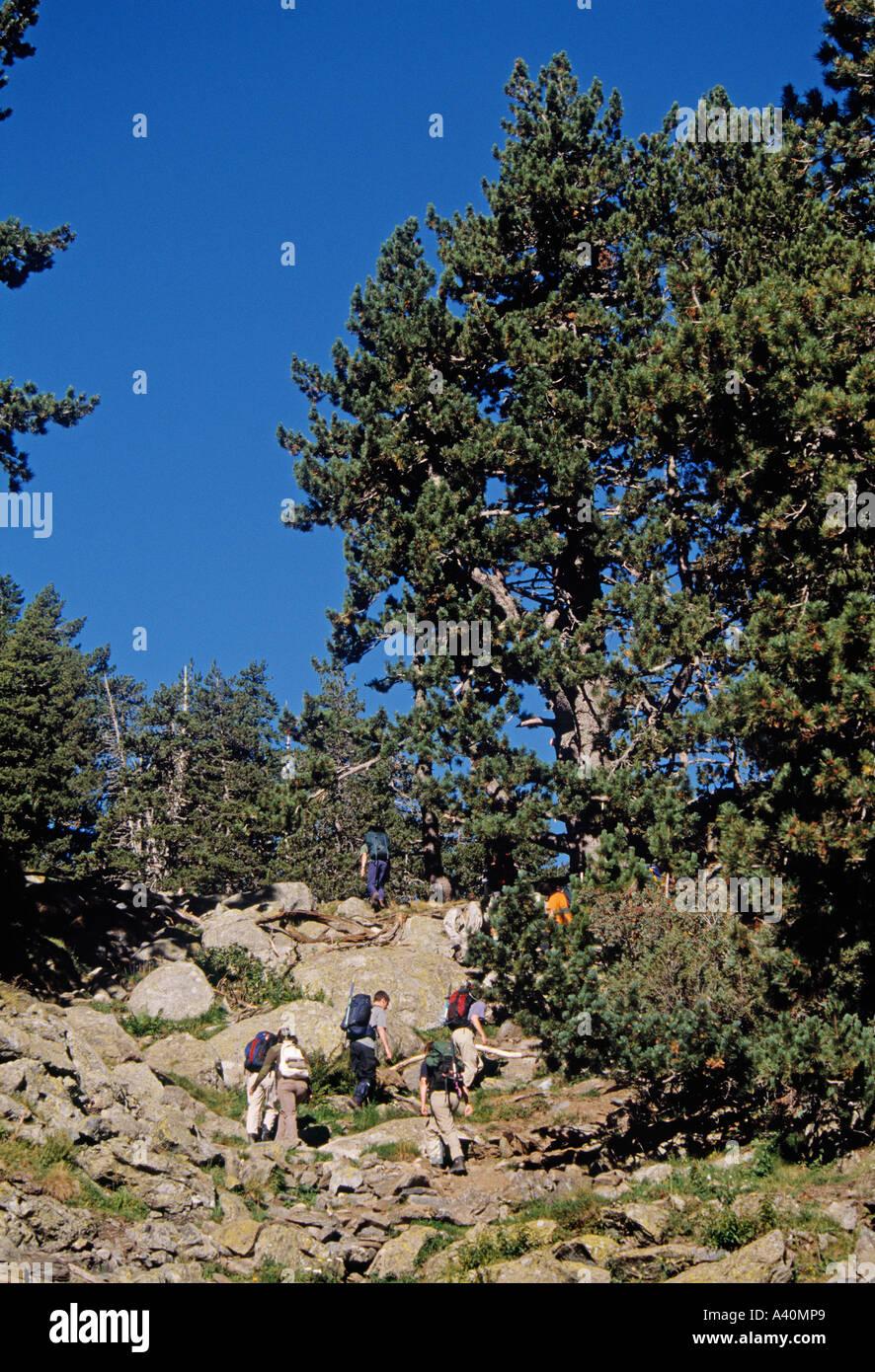montañismo en benasque pirineo mountaineering in benasque aragon spain - Stock Image