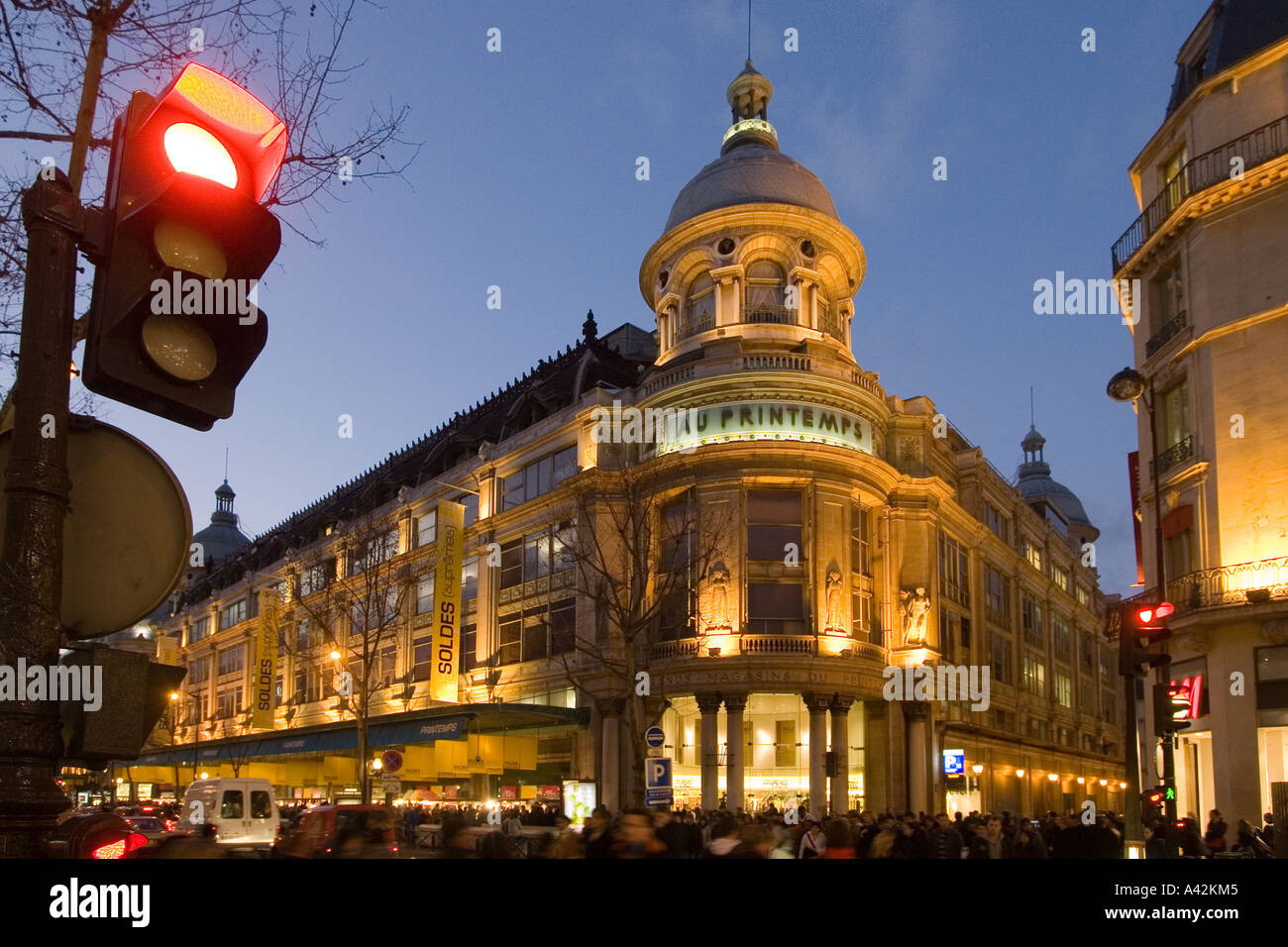 Paris France Printemps department store left bd Hausmann at dusk Galerie  Lafayette right - Stock Image 7a5dd4f012dc