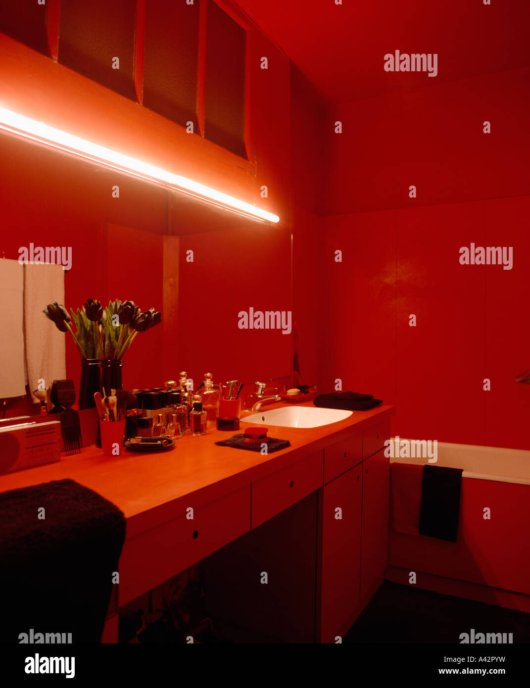 Merveilleux Neon Light Above Sink Unit In Red Bathroom Stock Photo ...