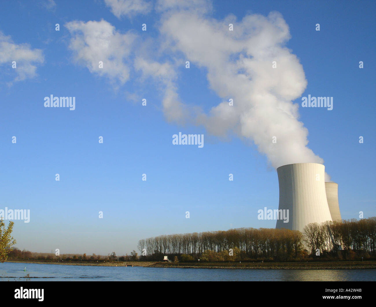nuclear power station Kühltürme Atomkraftwerk Stock Photo