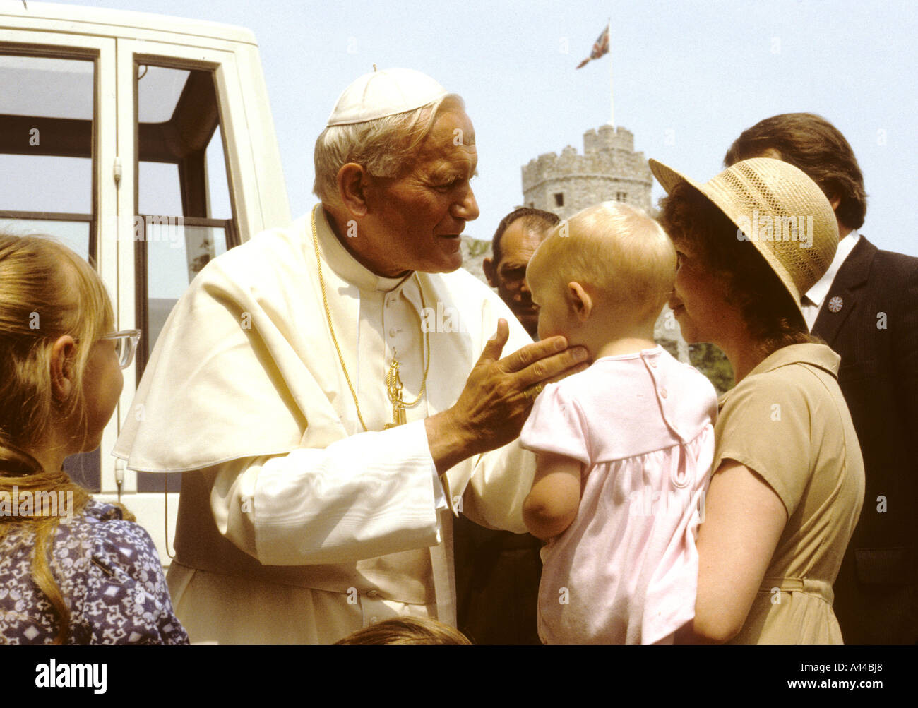 Pope John Paul II greets a family at Cardiff Castle -Cardiff -Wales-UK Stock Photo
