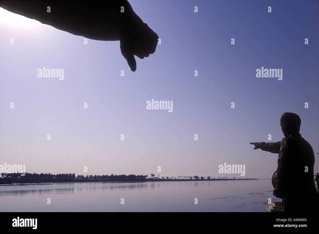 statues commemorating the fallen of the iran iraq war point an accusatory finger towards tehran - Stock Image