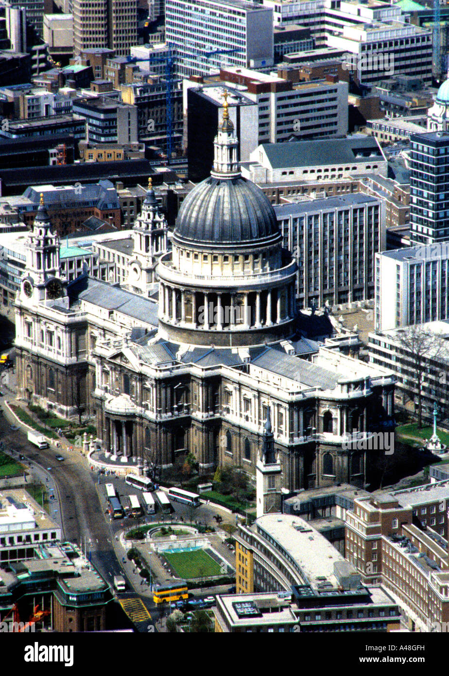 ST PAULS CATHEDRAL IN THE CITY OF LONDON ENGLAND UK - Stock Image