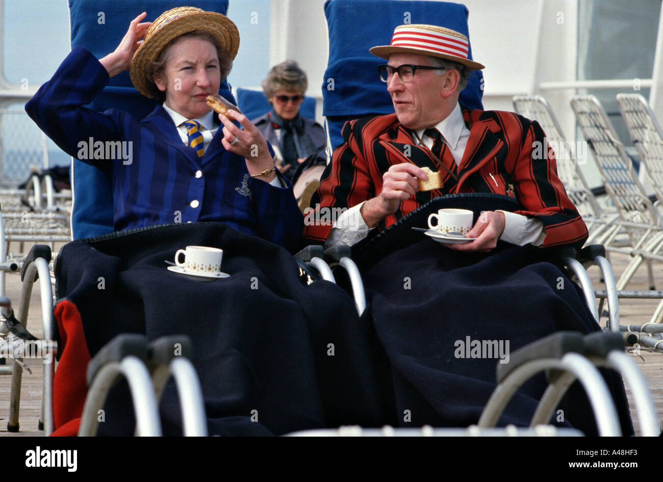 A couple having afternoon tea on the sundeck of  cruise ship Queen Elizabeth 2 - Stock Image